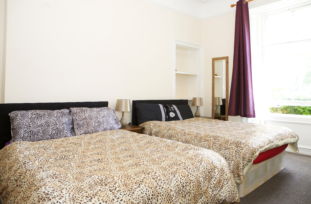 Luxury Central Bedroom with 2 Beds