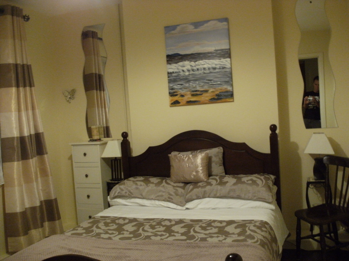 Double Bedroom with Double Bed +