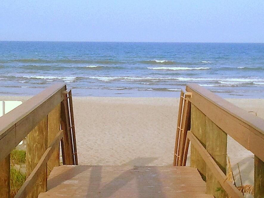 Upgraded Beach Condo - Diplomat