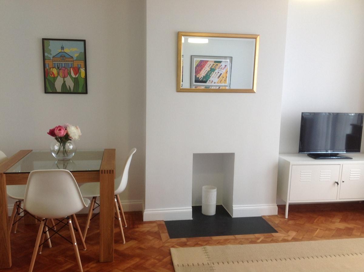 1 bedroom flat in West Wimbledon