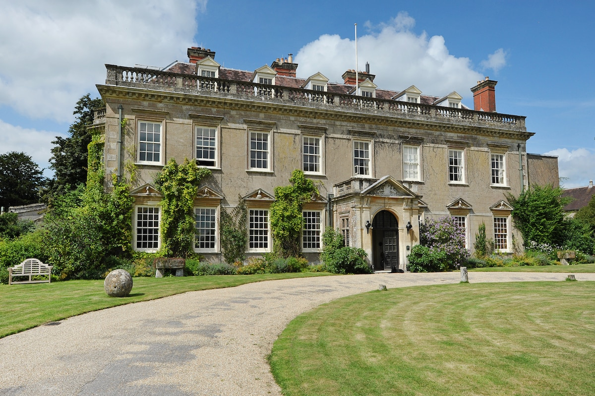 3 Bedrooms In Stately Home In Wilts In Wiltshire