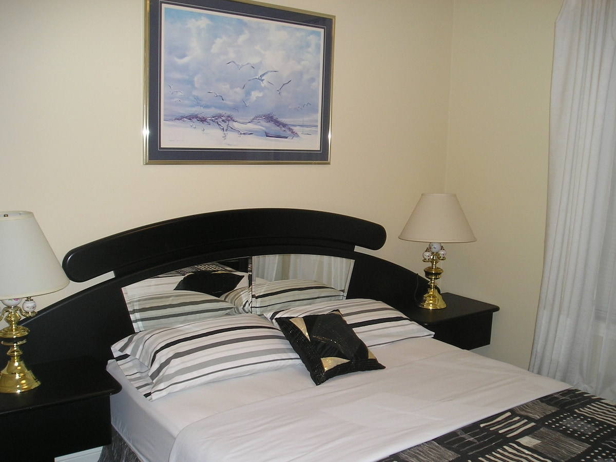 NO NAME SUITE  -room 1 / main floor- (excellent suite just like the Italian Suite, sleeps 5)