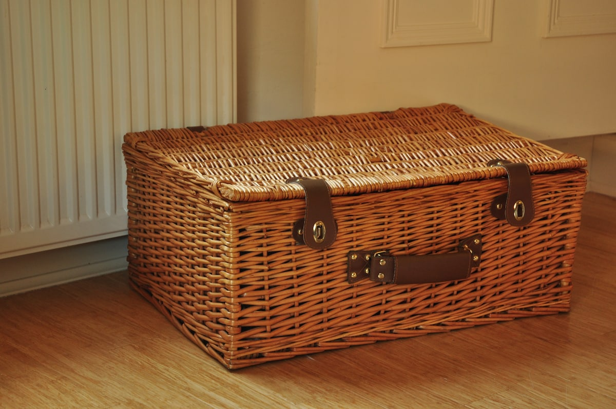 This basket contains 2 extra blankets in case you feel chilly.