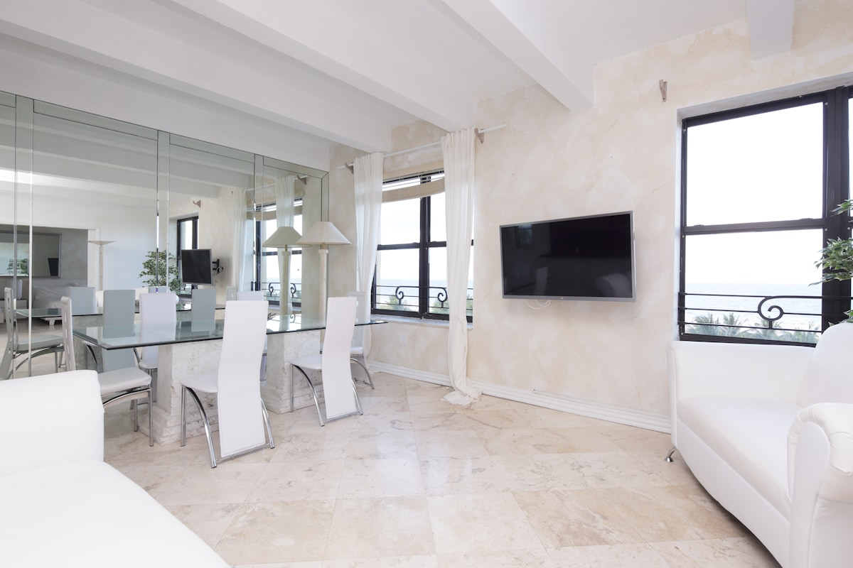 UNIQUE 2 STORY 3 BEDROOM RIGHT IN THE HEART OF SOUTH BEACH