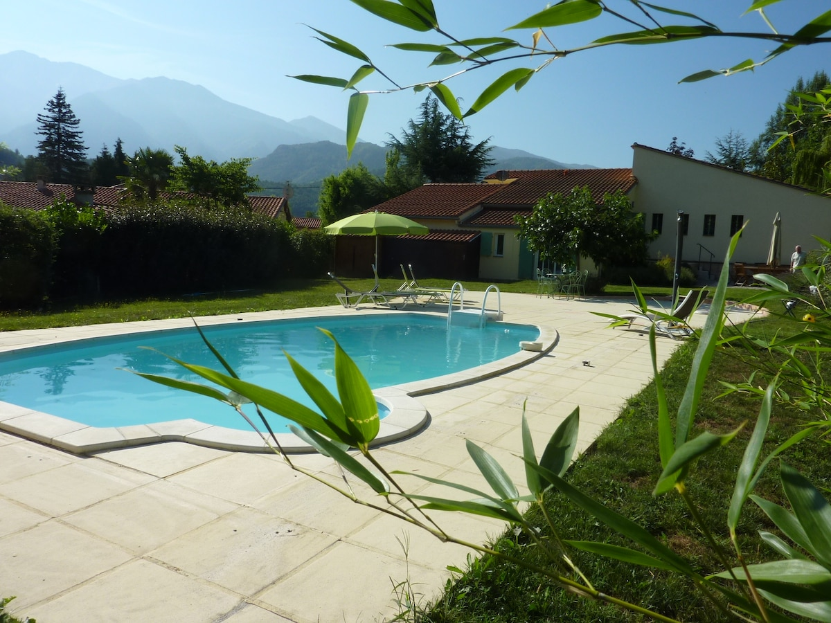 L'Oiseau Chantant, Villa with 5 double bedrooms, garden, pool and parking.