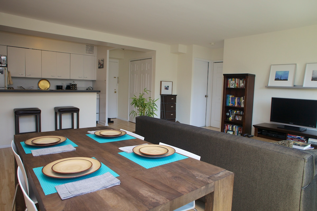 Dining table and kitchen with breakfast bar
