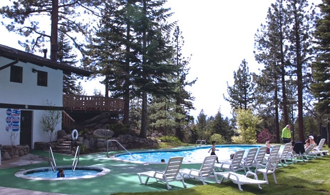 Community pool & hot tub access during the summer