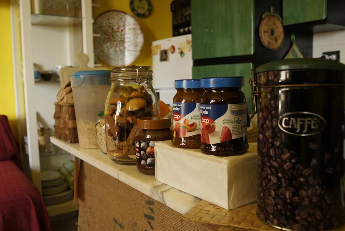 The breakfast marble shelf