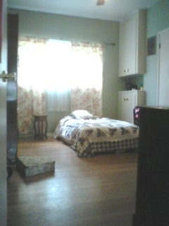 View of Main Floor room from living room doorway. Spacious, peaceful and comfy. Qn Bed can be replaced with a single if you want yoga space. Lots of work out space in the huge yard also, and miles of  biking trails are nearby. Safe jogging area, with litt
