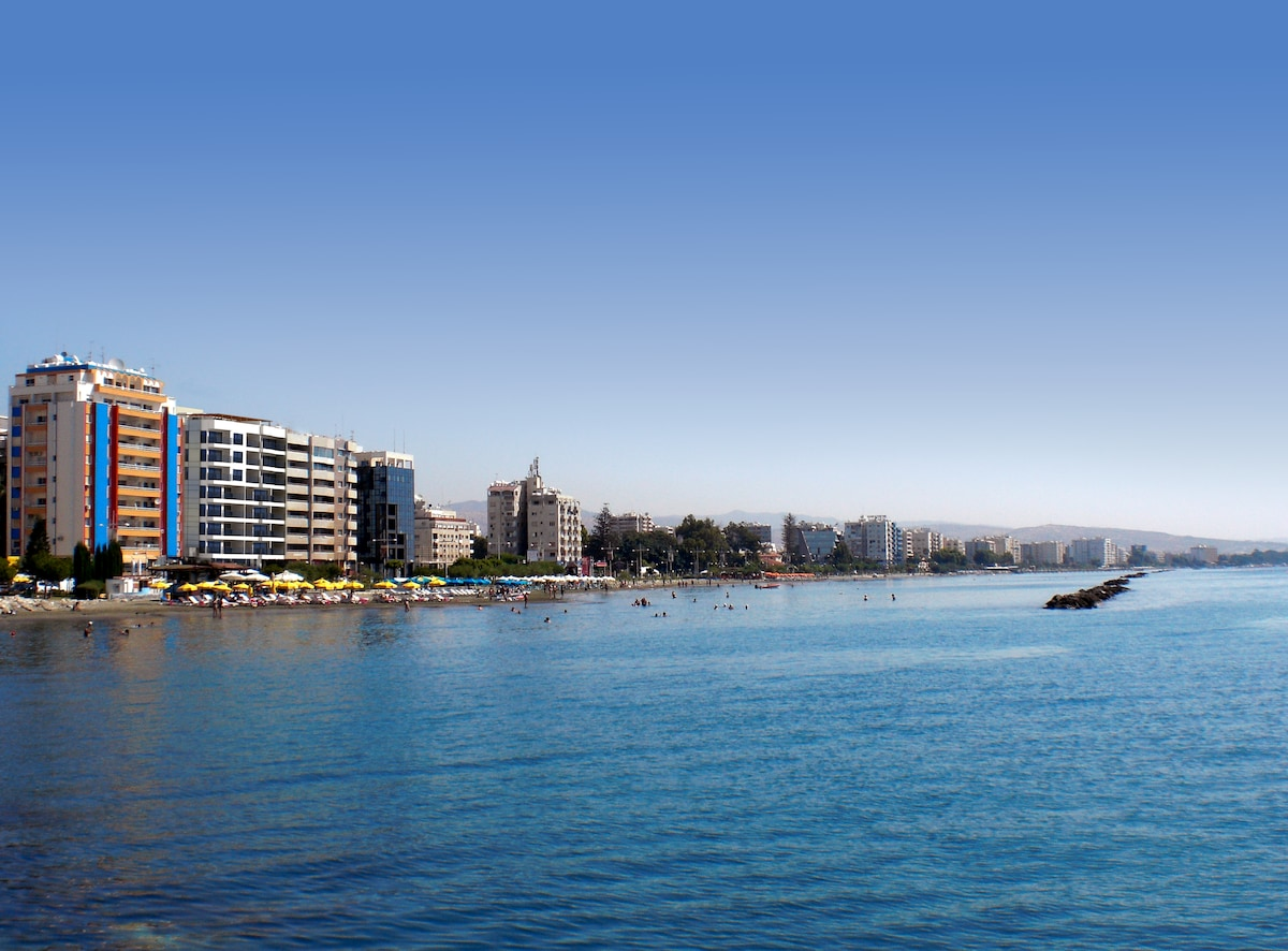 SEAFRONT, BEACH, POOL AND DOWNTOWN