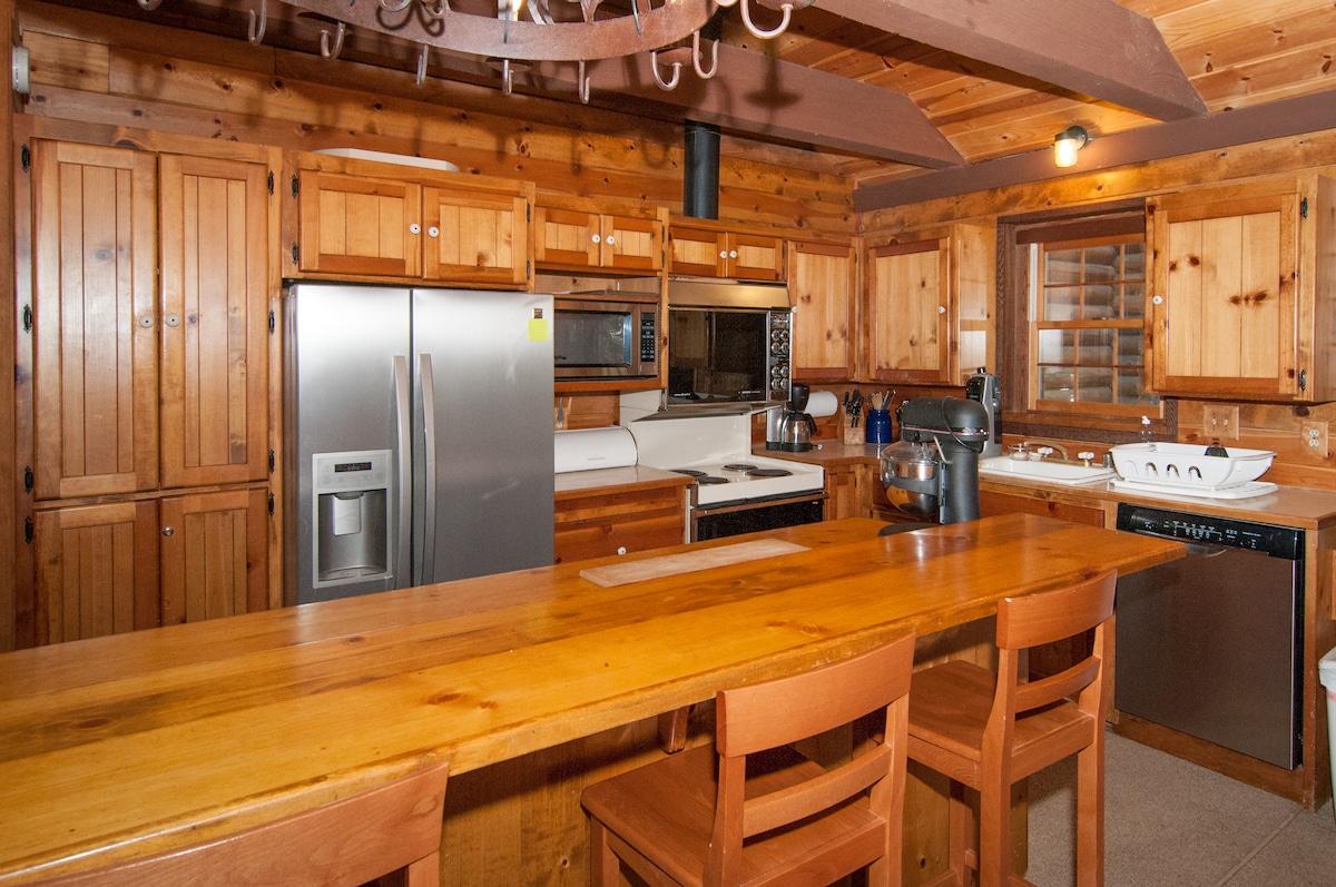Kitchen and breakfast bar.