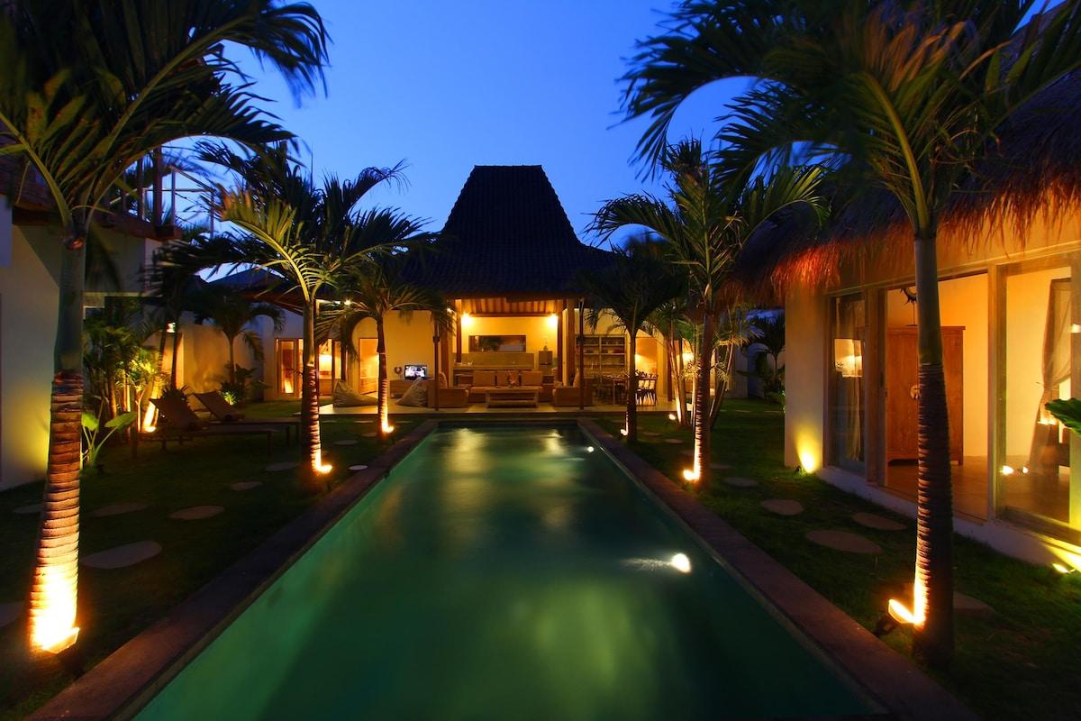 Oberoi stylish 4 BR Villa & Pool !