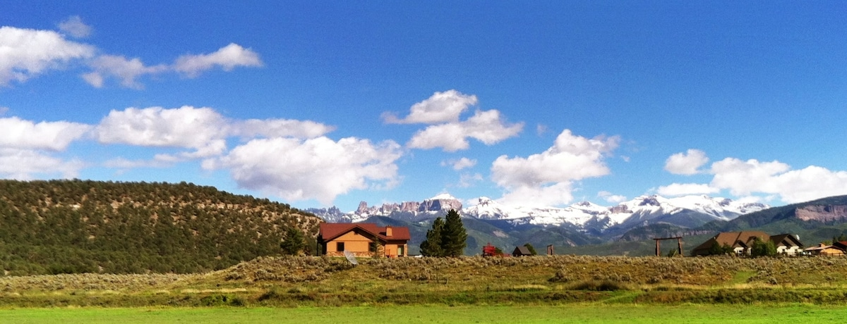 There's snow in them thar mountains!  Fall has arrived!