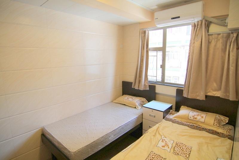 6/10: Big window MTR room, 2 single bed/5