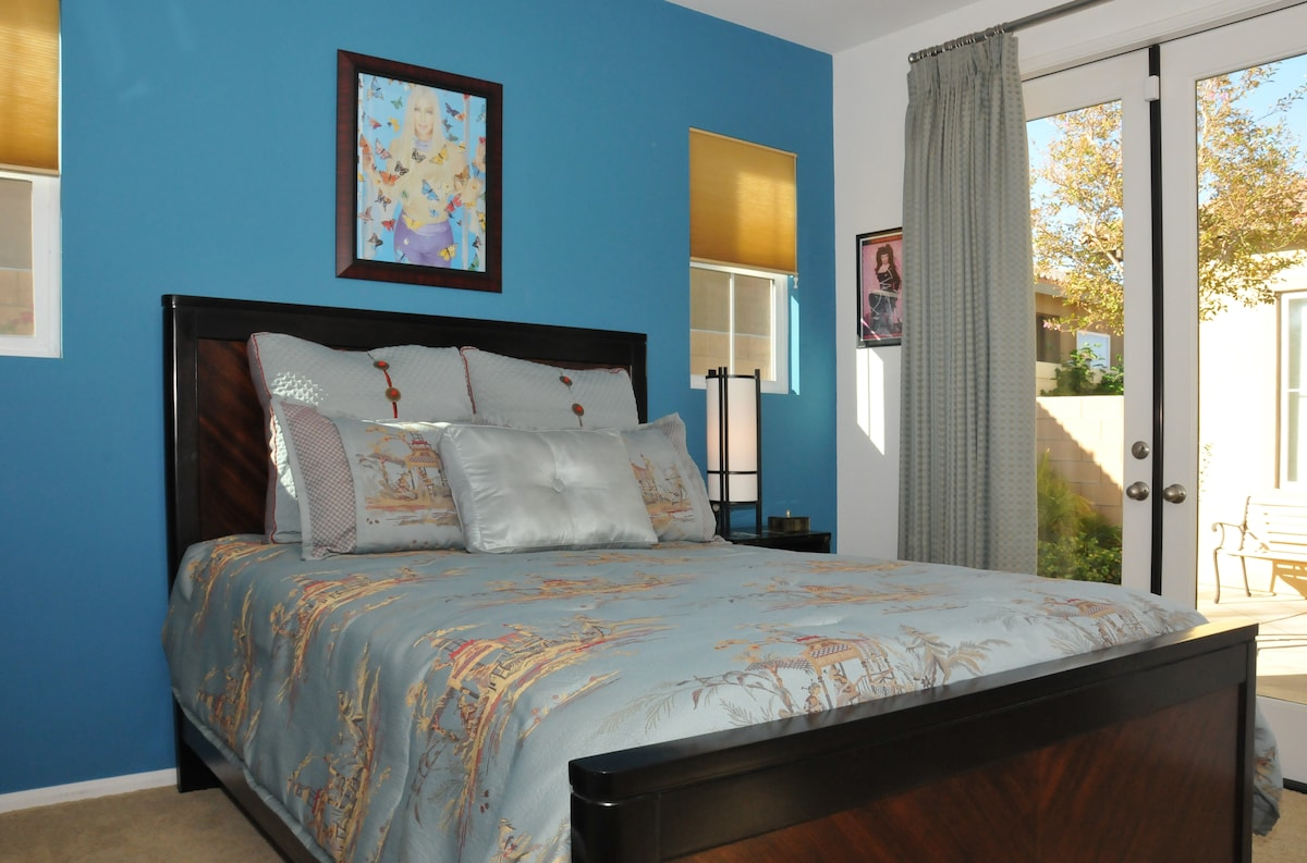Queen-sized bed; private entrance off of landscaped courtyard