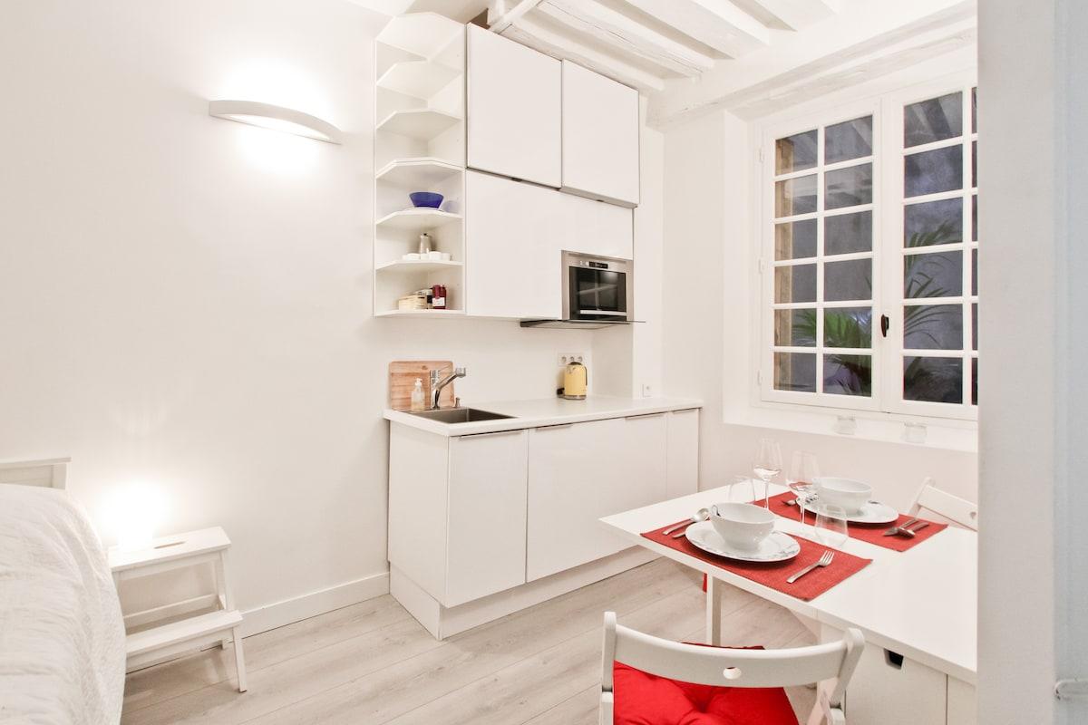 Rue Saint Honoré Independent Studio