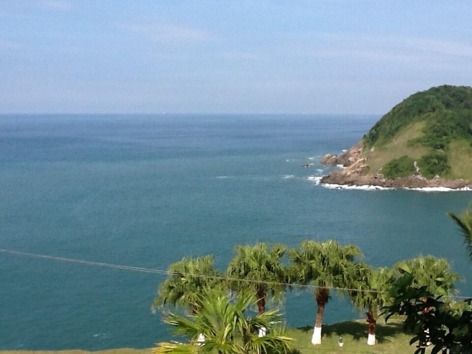 Charme em frente ao alto mar
