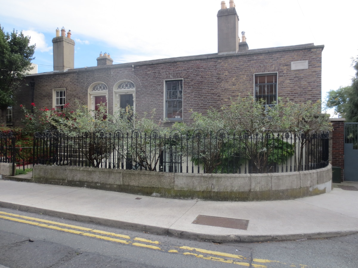 Stephen's Green 1838 Villa - single