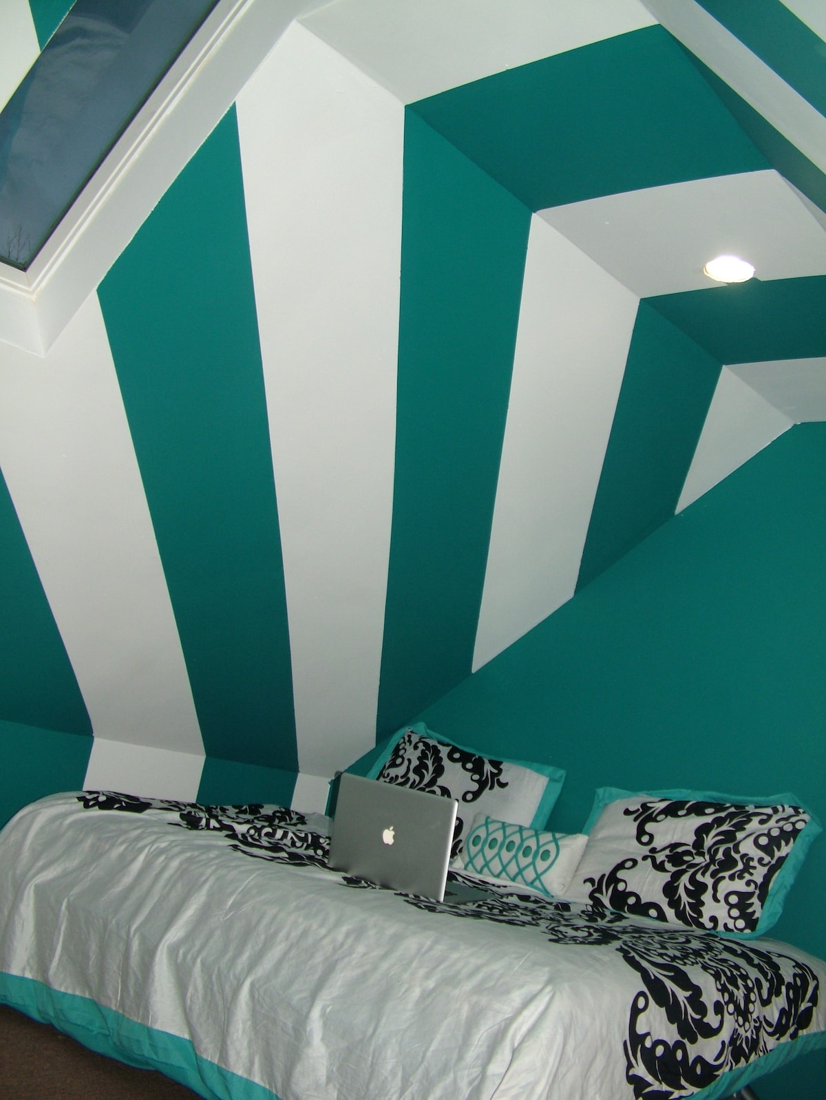 King Size Bed Area WITHOUT air mattresses