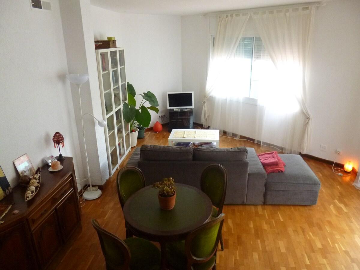 Private room near Gracia - Wifi.
