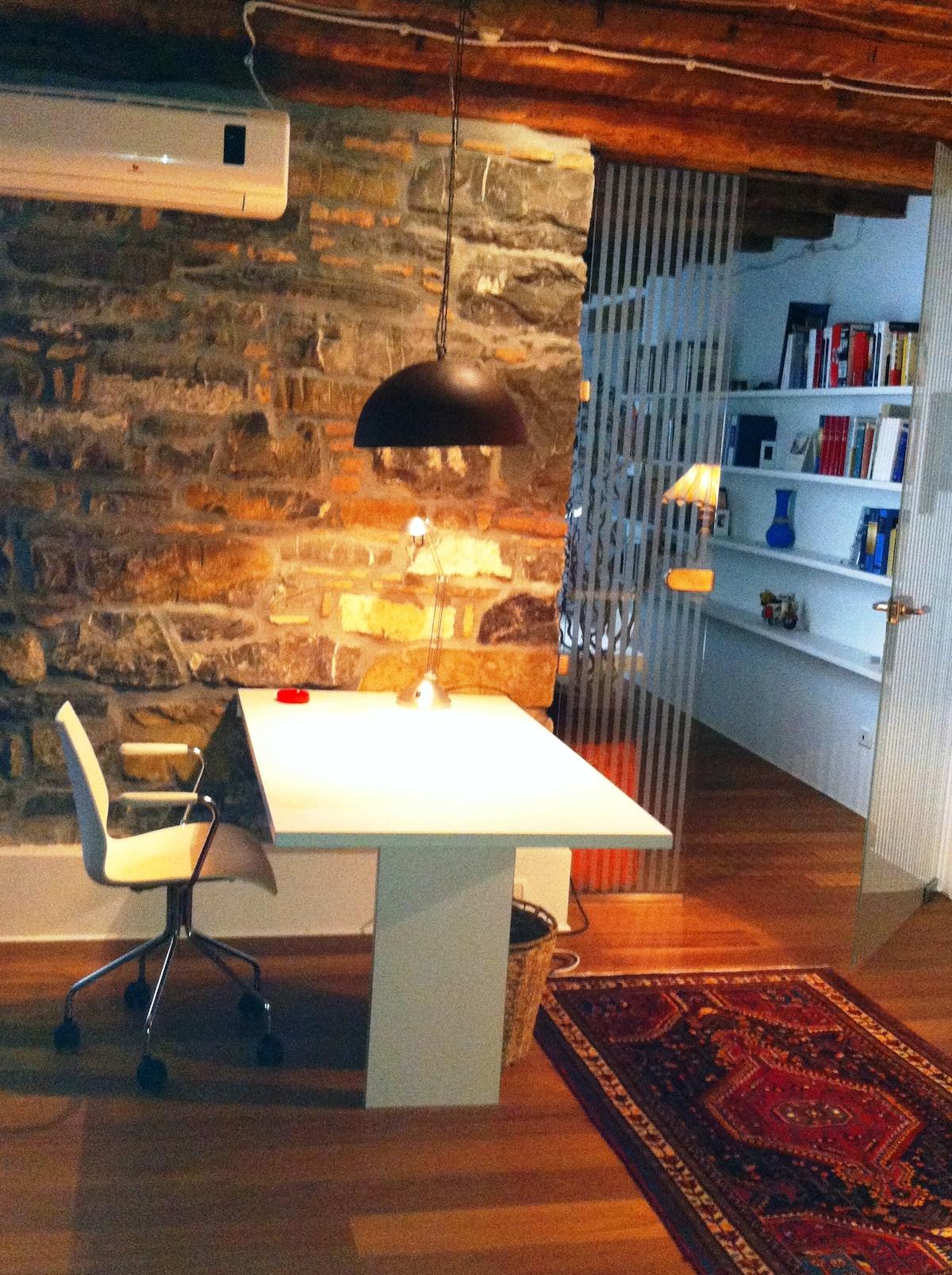 Tavolo in salotto/The living room table