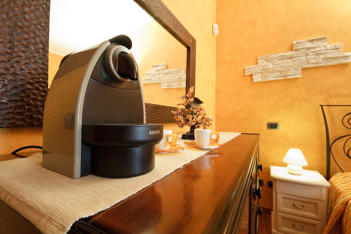 "Room ""Fellini"": nespresso coffee machine"