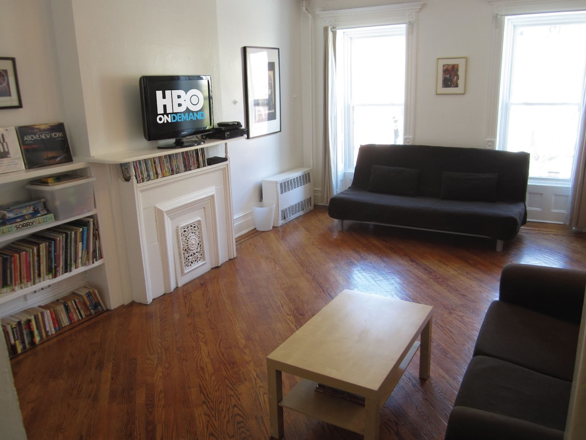 Living Room: (1) full-size sofa bed (sleeps 2); A/C; HDTV with cable / DVD player with DVD library...