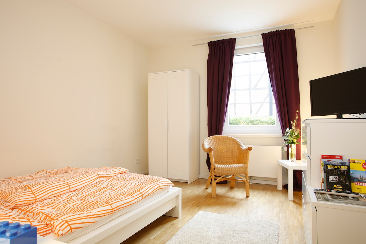 Your own room in central Hamburg