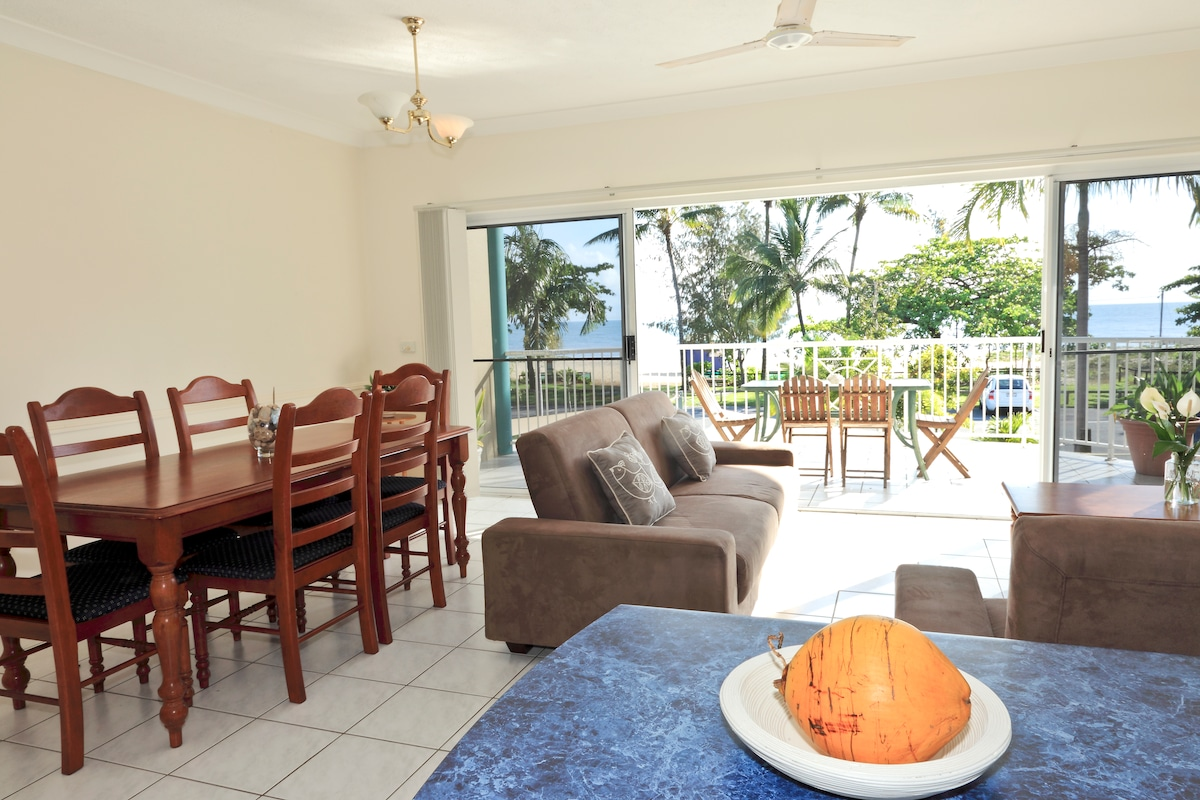 kitchen/lounge/living area looking out to the Coral Sea
