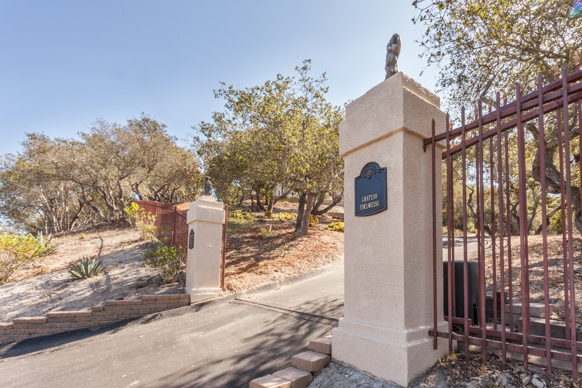 Entrance to your private getaway. Your personal gate code will be valid during your stay.