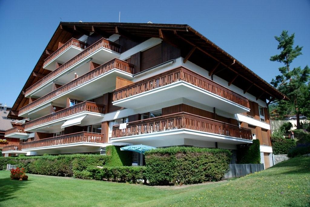 Facade sud-est. L'appartement est au 2è étage, coté est.