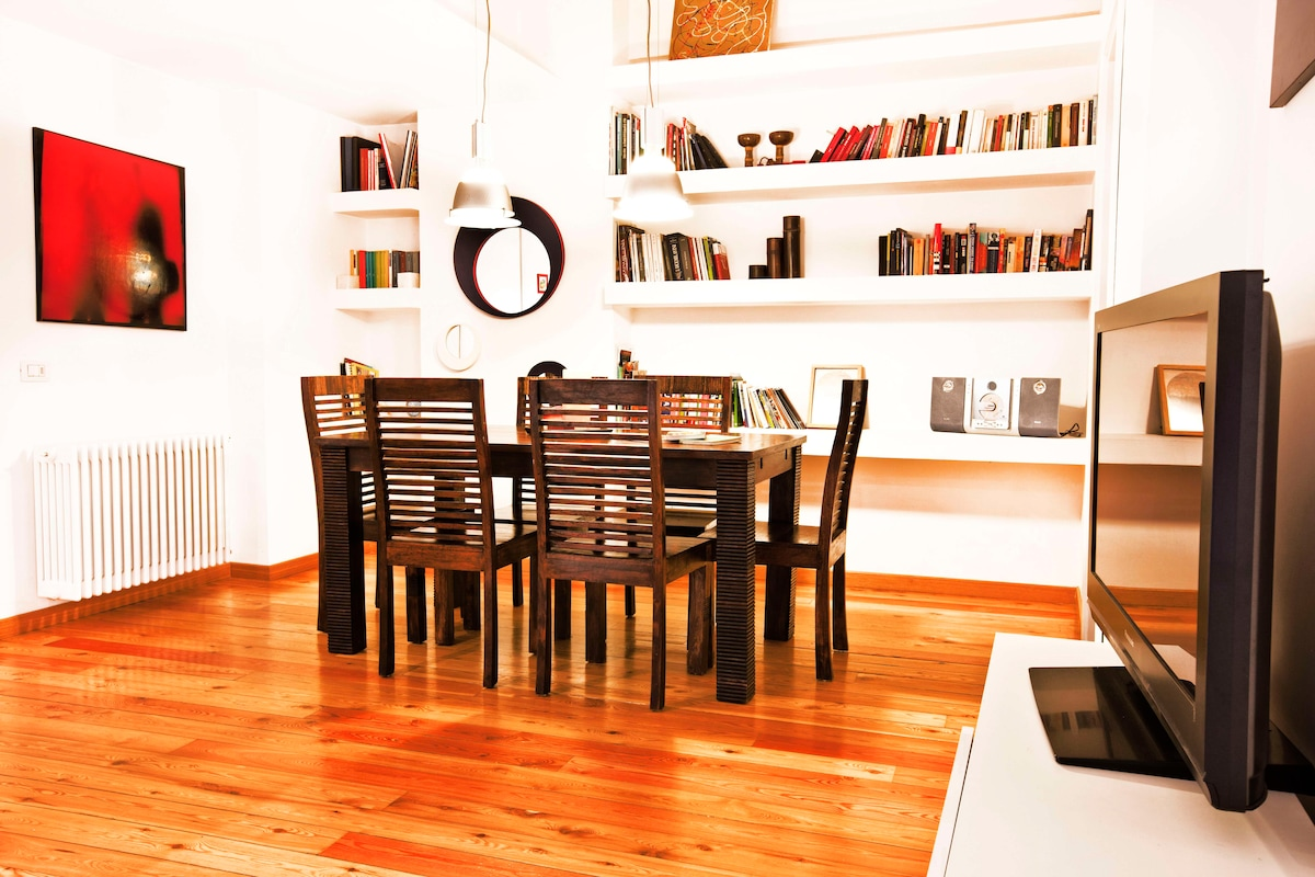 Living room, there is a big library with books in english spanish and portuguese
