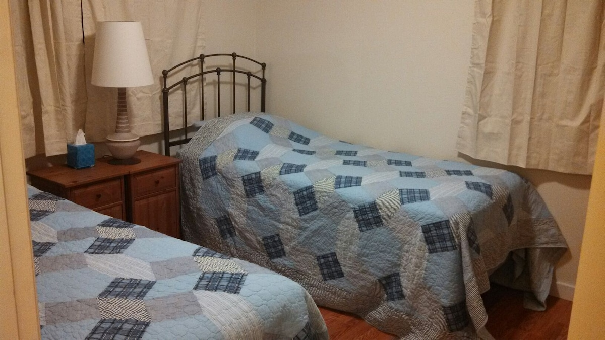 TwinXL Simmons Beauty rest mattresses.  Slide 'em together to make a king size.