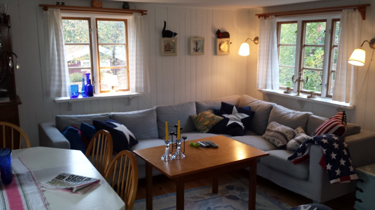 The living room with a sofa for 6 people, kitchen table for up to 8 people in the larger house