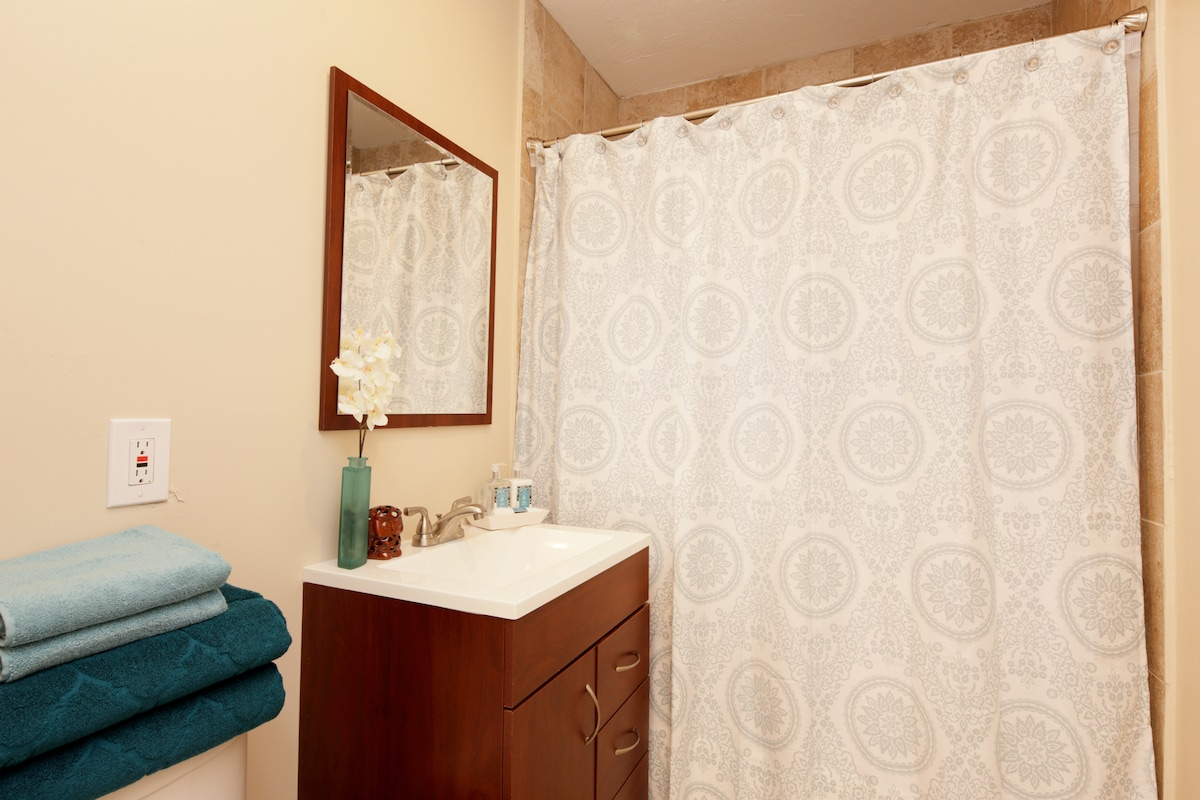 TILE BATHROOM WITH VANITY