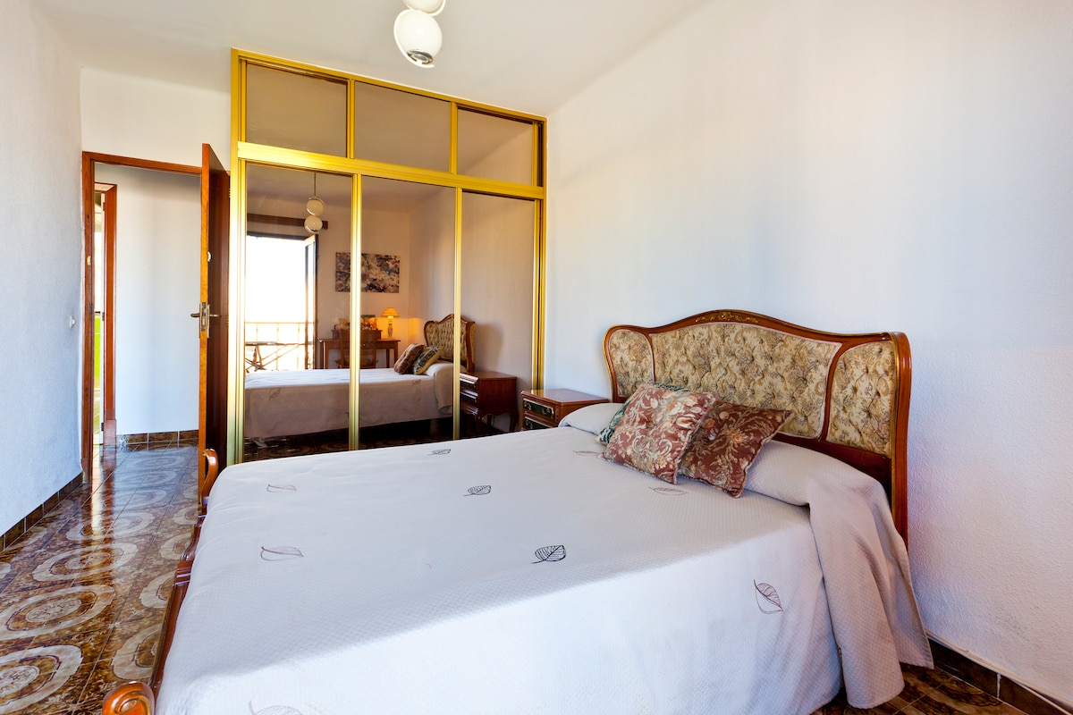 LOVELY CENTRAL BEACH ROOM IN PALMA