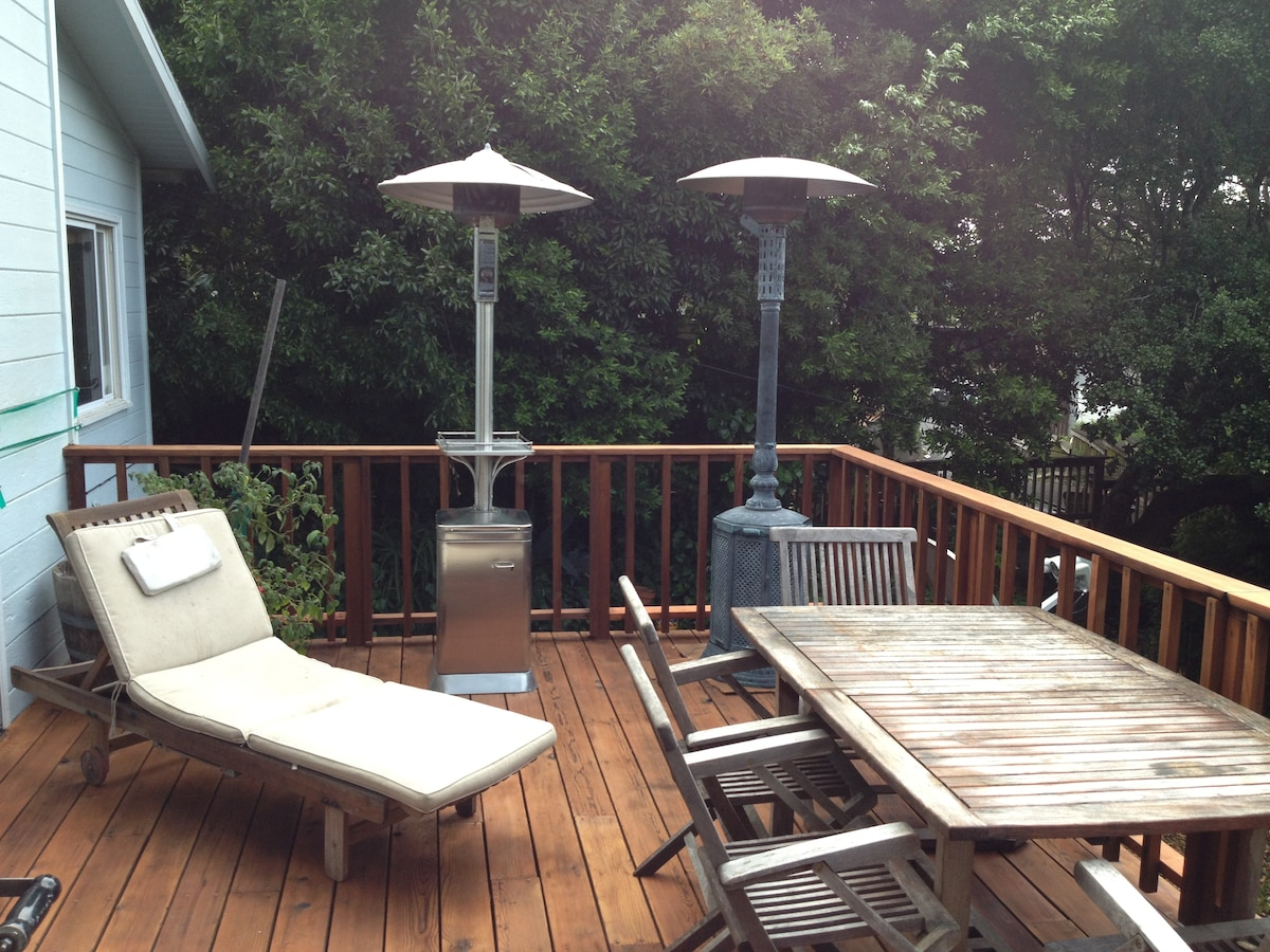 Outdoor sun tanning and dining on the warm front sundeck!