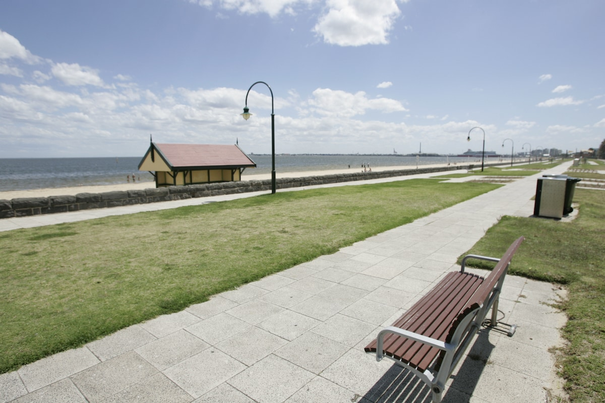 Just 600metres away the very popular foreshore