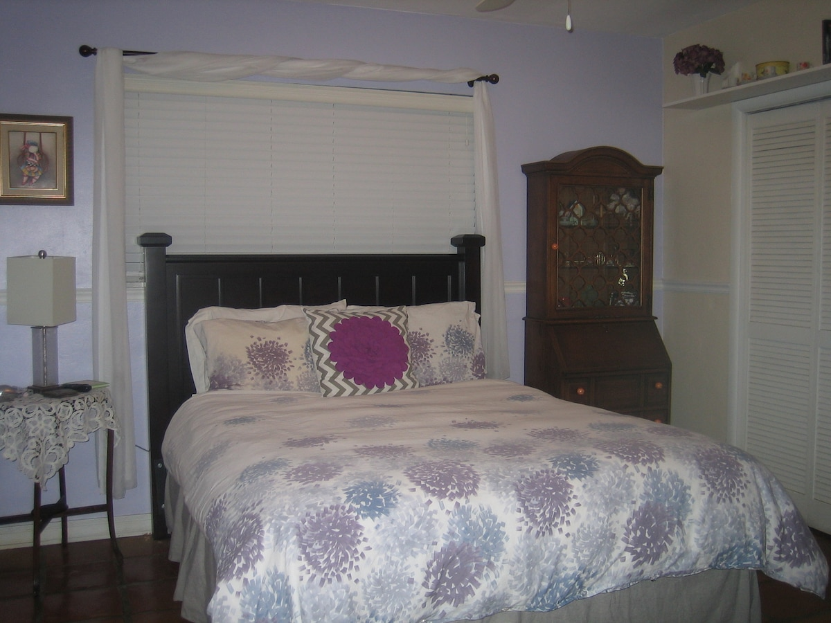 ANGELA ROOM WITH QUEEN SIZE BED