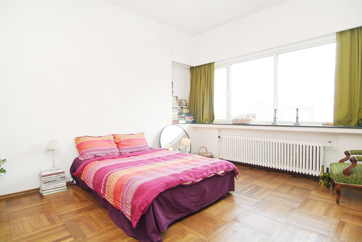 The bright and cosy guest room