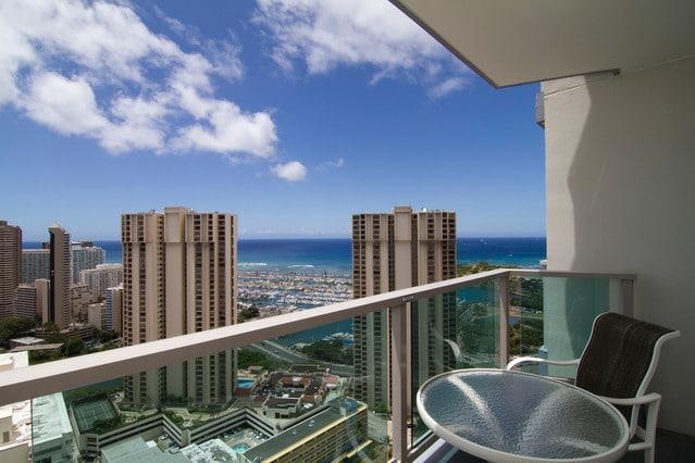 Suite in Prime Honolulu Ocean Views