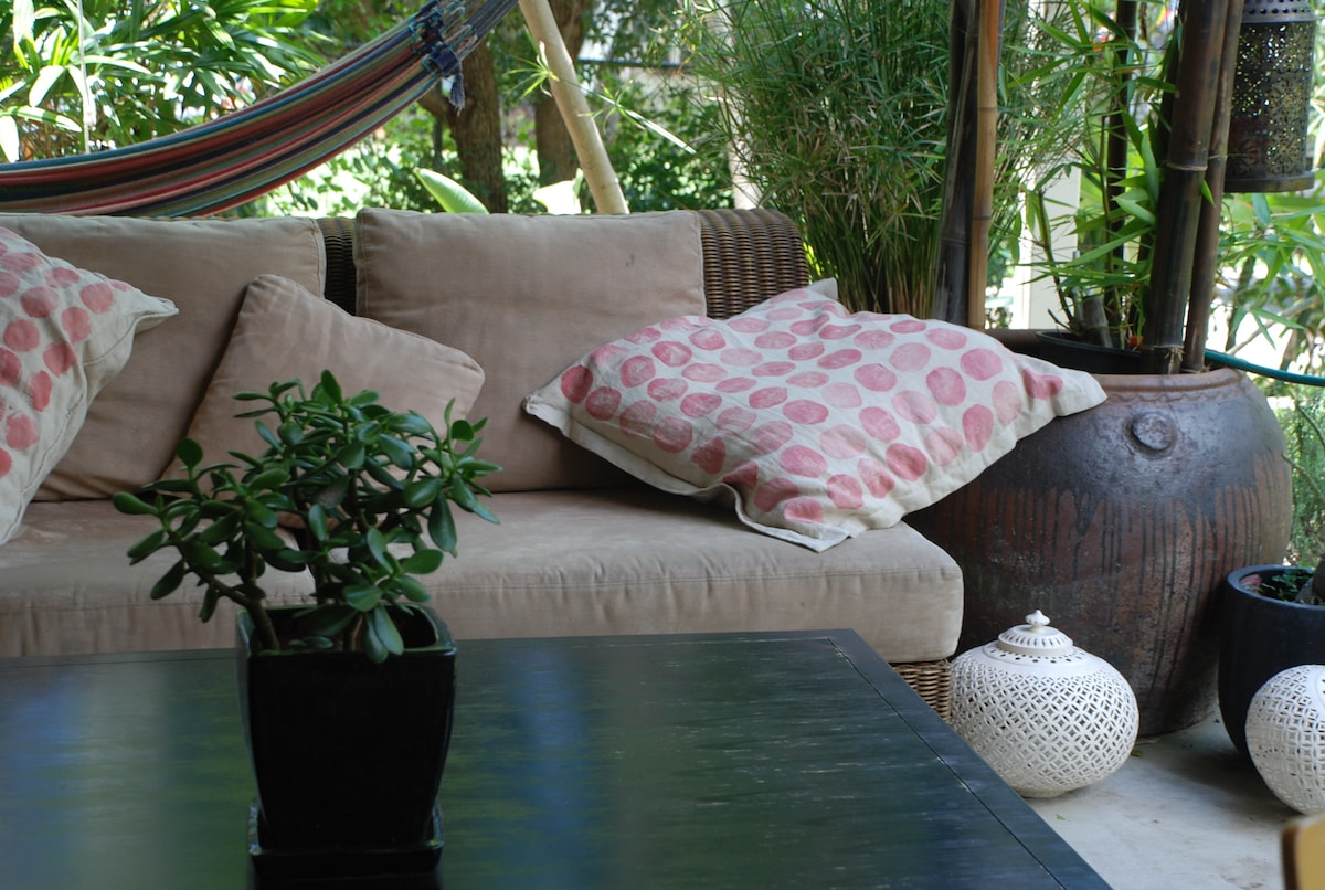 Picture yourself here in sub tropical surrounds; feet up with a good book and a morning coffee.