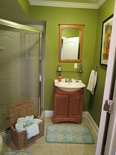 Clean bathroom with brand new towels