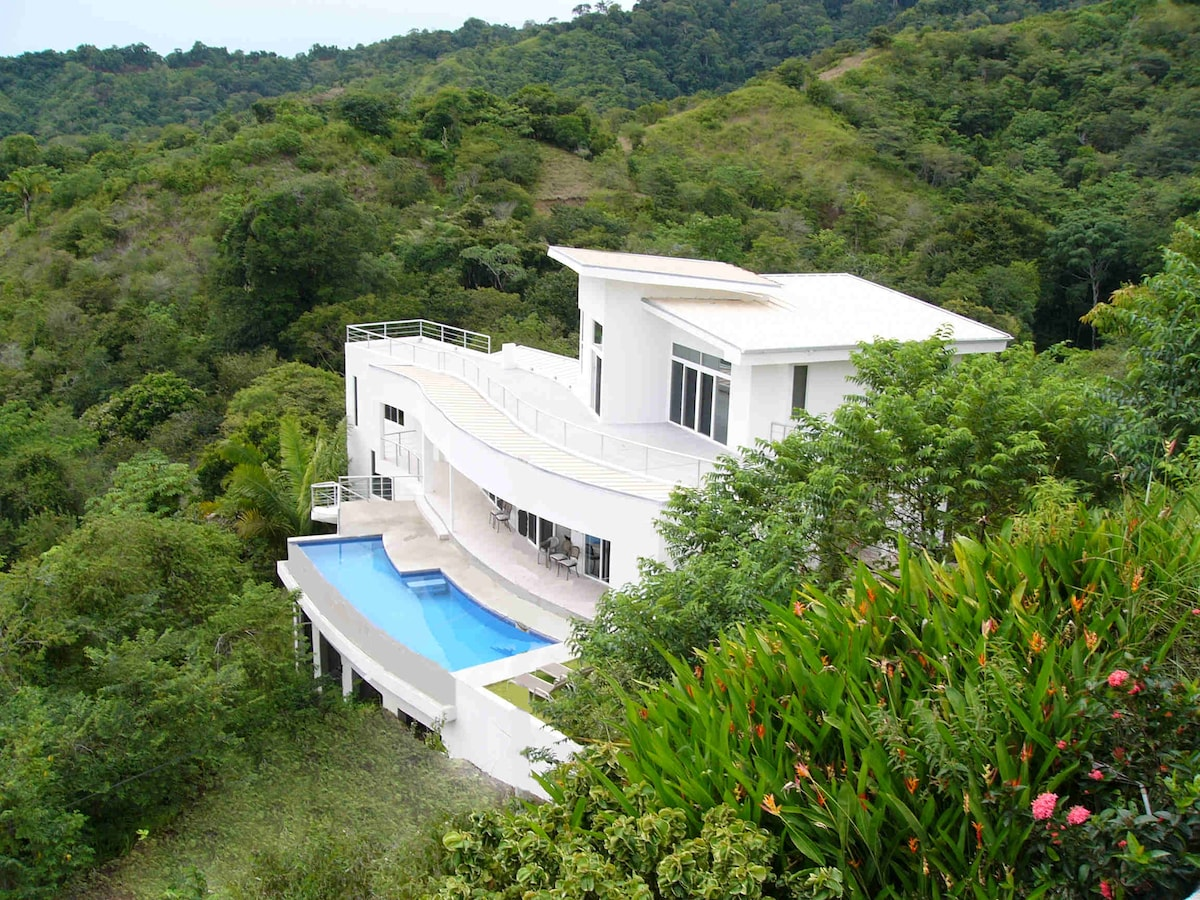 Casa Infinito Ocean View and Jungle