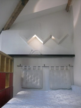 VERY COMFY BEDS HiGH WOOD 18th CENTURY BEAMS AND ARCHING CEILINGS with SKYLIGHTS, PEACEFUL, QUIET, ROMANTIC OR FAMILIAL !