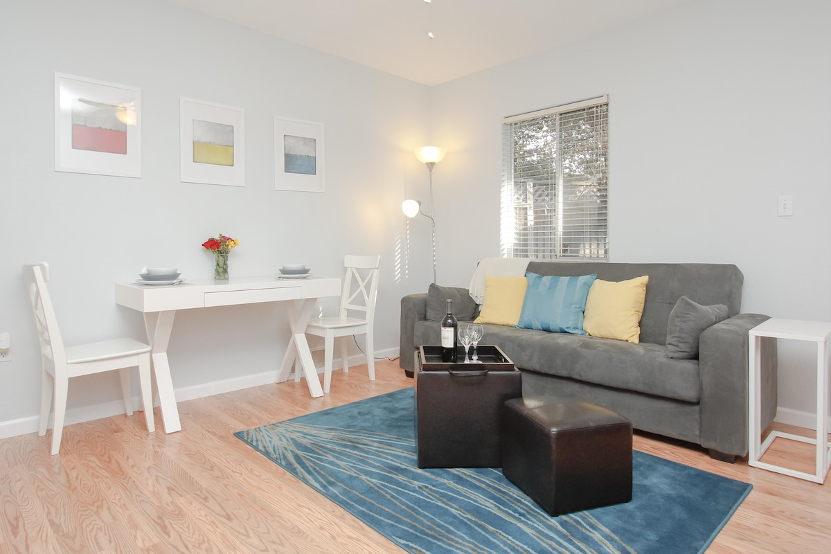 Spacious and comfortable living room... perfect to relax after a long day!