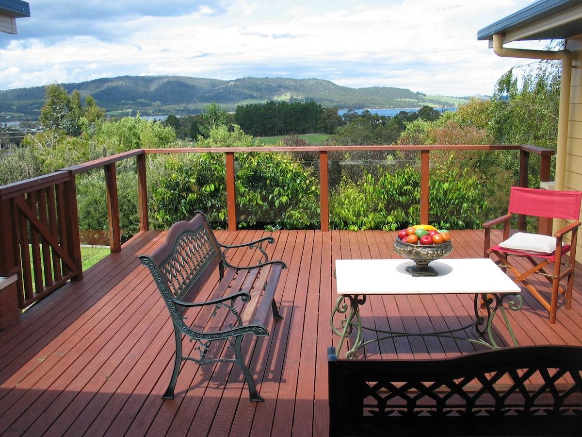 Modern 3 Bedroom, 1 acre, sea views