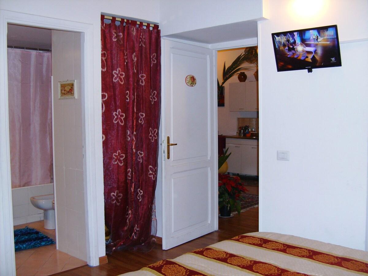 Red Room - Ensuite Bathroom
