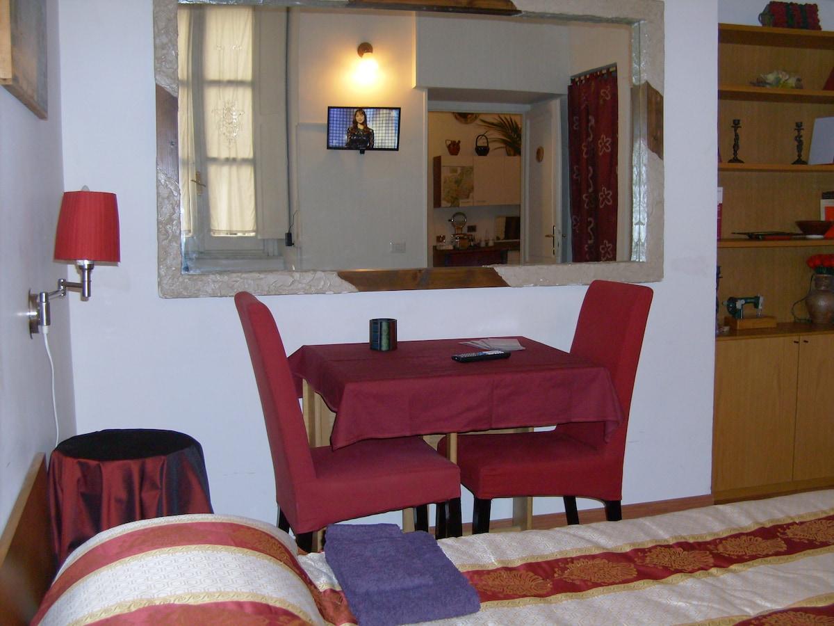 Nili.Roma - Red Room