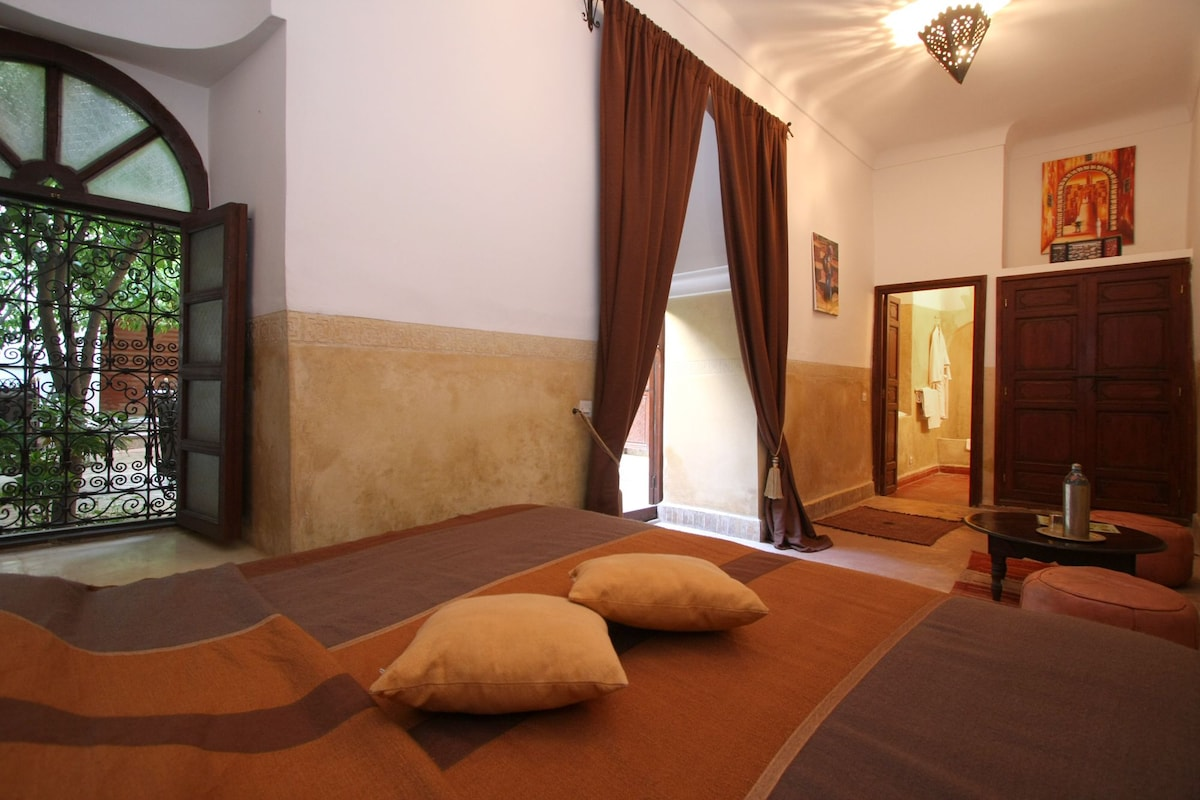 room with shower in marrakech